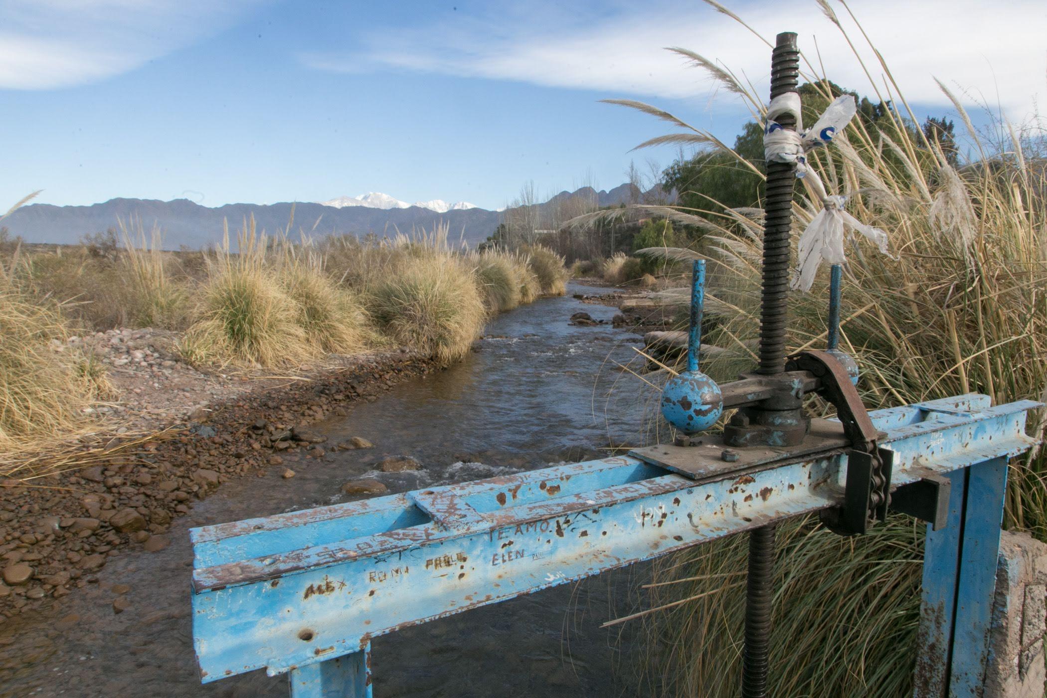 Irrigación llama a licitación pública internacional para ejecutar la modernización del sistema de riego Luján Oeste