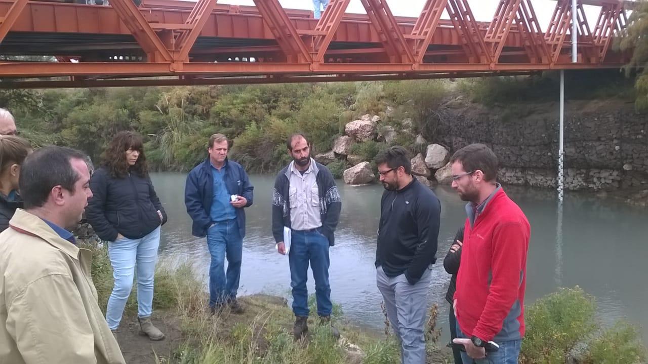 Miembros del CIAI recorren el río Atuel