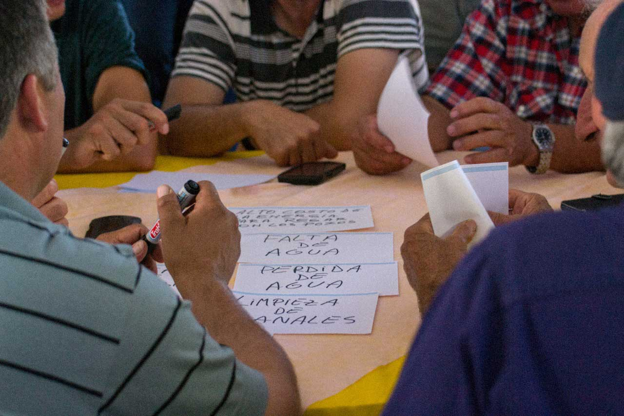 Regantes proponen ideas para establecer el plan de obras