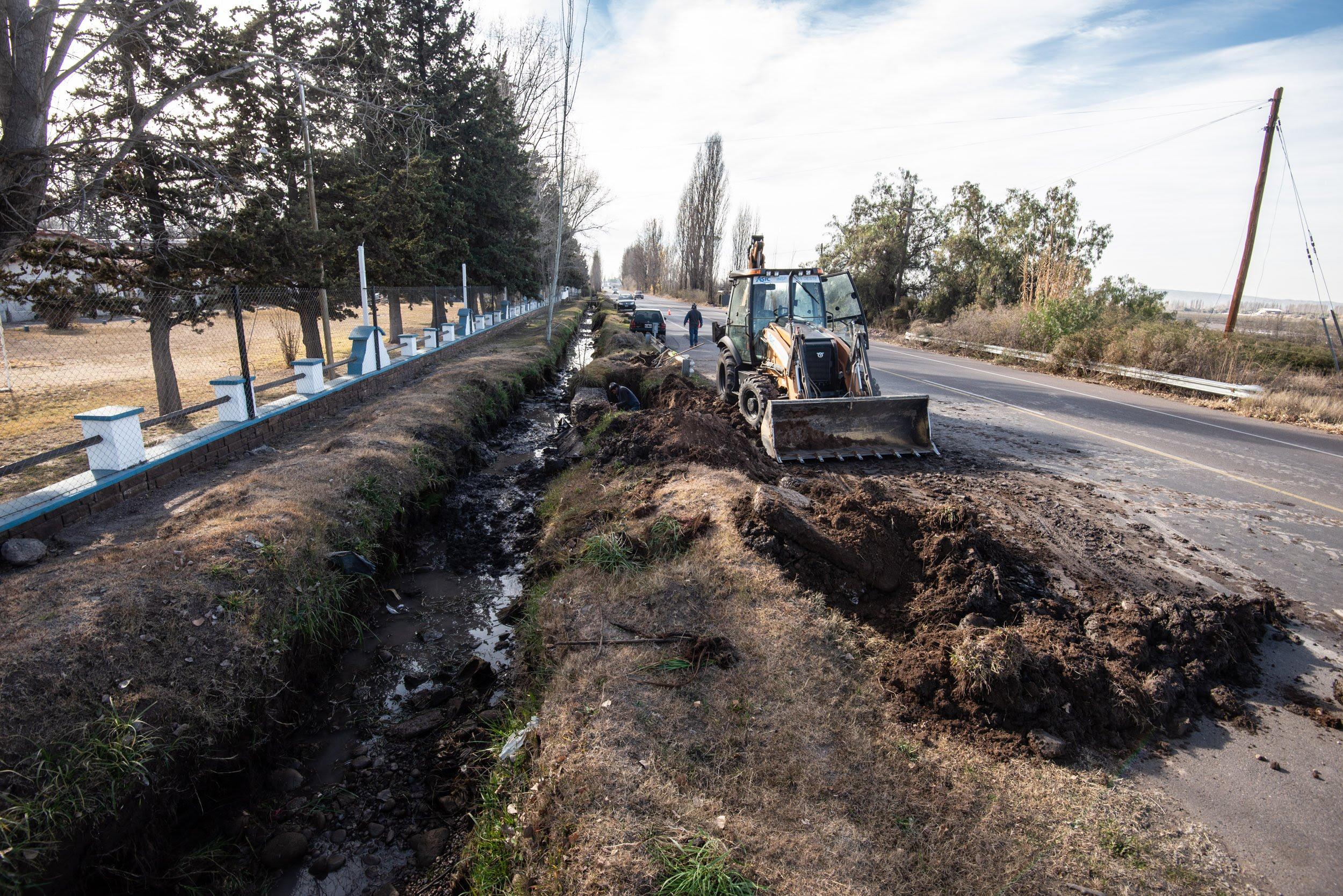 Irrigación terminó la limpieza del canal Primero Vistalba