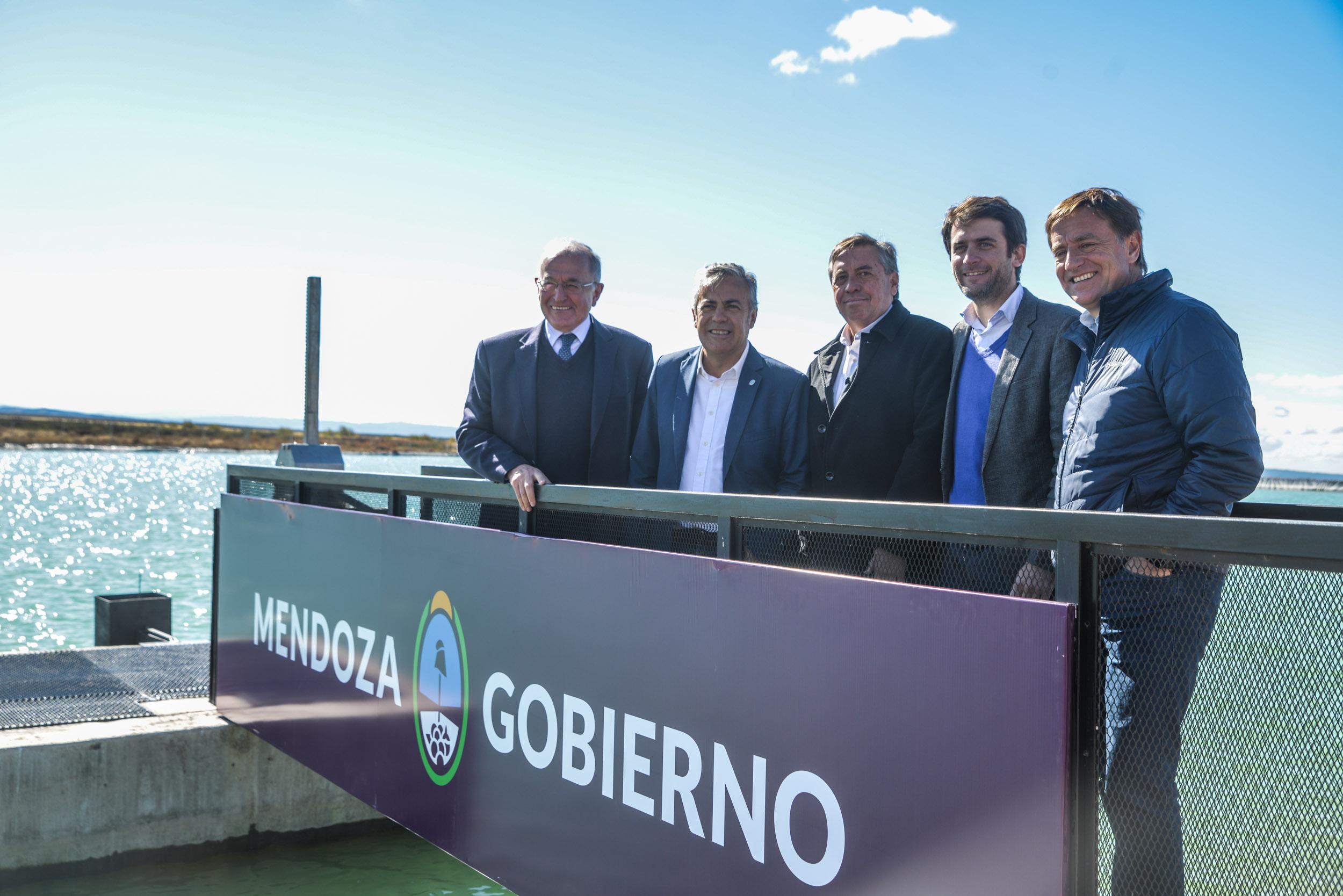 Cornejo y Marinelli inauguraron una obra que posibilita a los regantes ahorrar energía eléctrica y tener más agua con riego a la demanda
