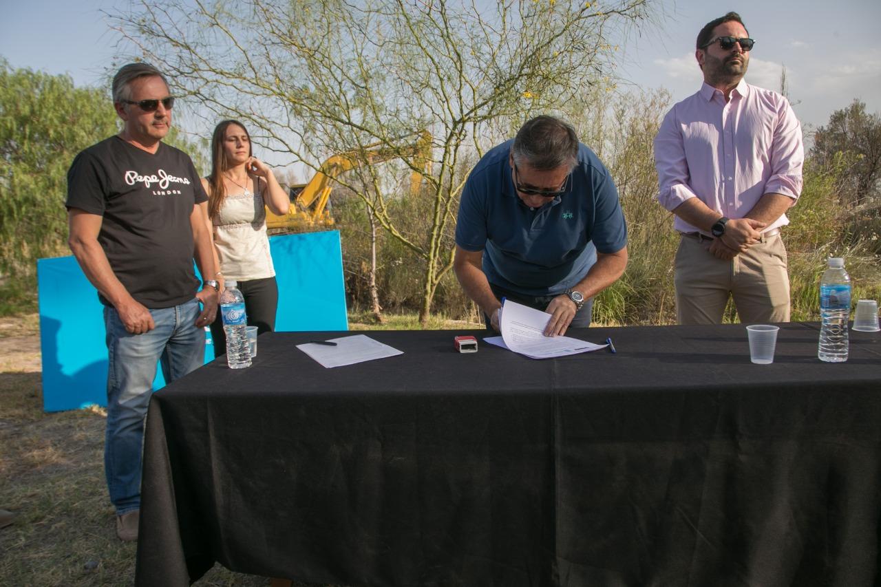 Se firmó el acta de inicio de obra del Reservorio Canal Rufino Ortega, en Maipú
