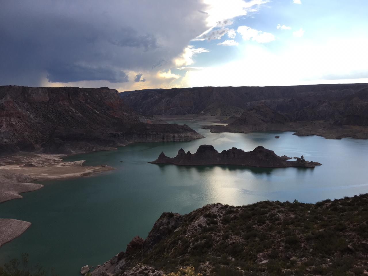 """Irrigación niega que """"Valle Grande: mientras el lago se seca, al río lo mantienen a pleno para el rafting"""", como titula en una de sus notas el diario digital Minuto Ya, este jueves 23 de enero"""