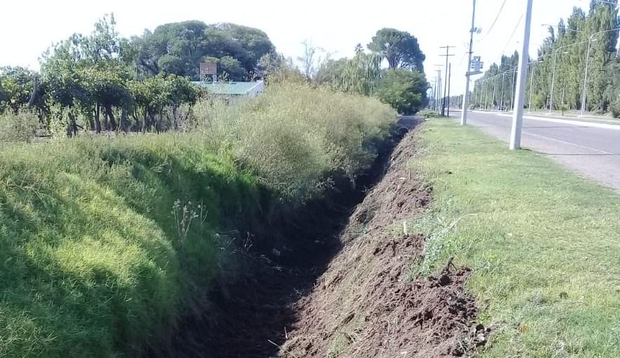 Irrigación realizó trabajos de limpieza en drenajes y desagotes de la cuenca del río Atuel