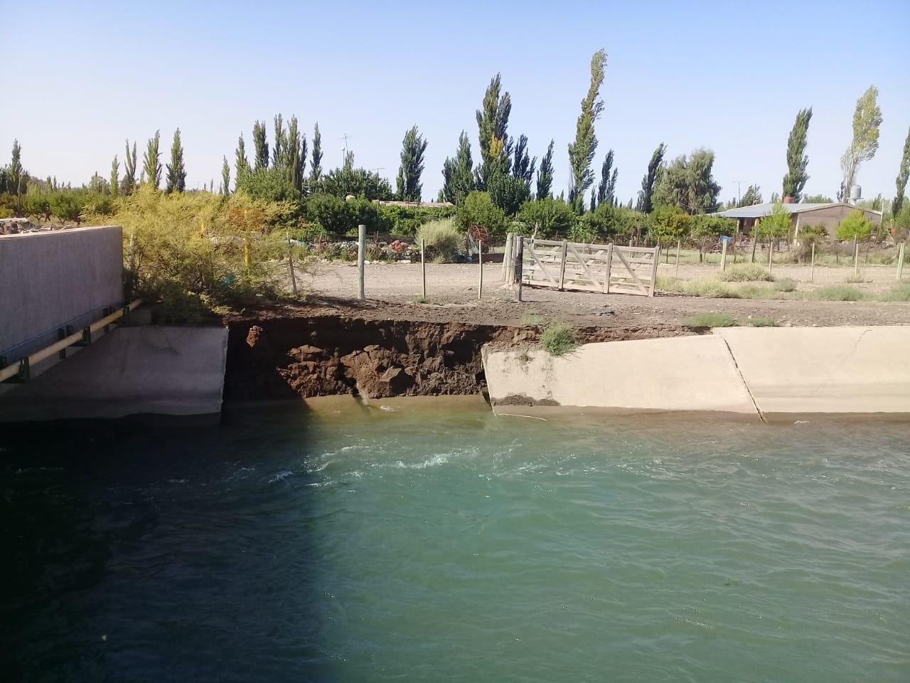 Irrigación ya trabaja para reparar con urgencia el Canal Marginal del Atuel