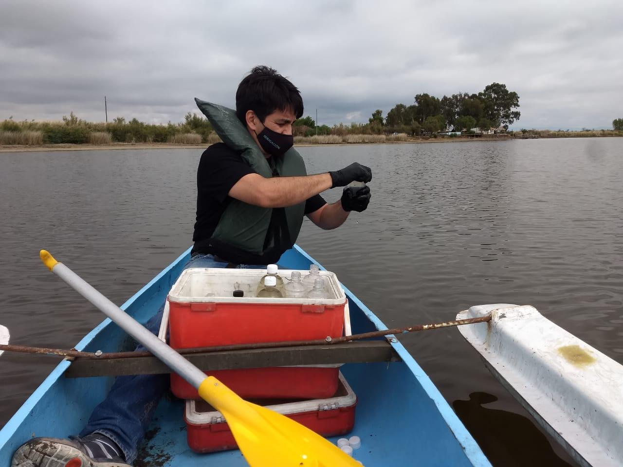 Irrigación intensificó el control del agua en la Laguna el Viborón con análisis biológicos
